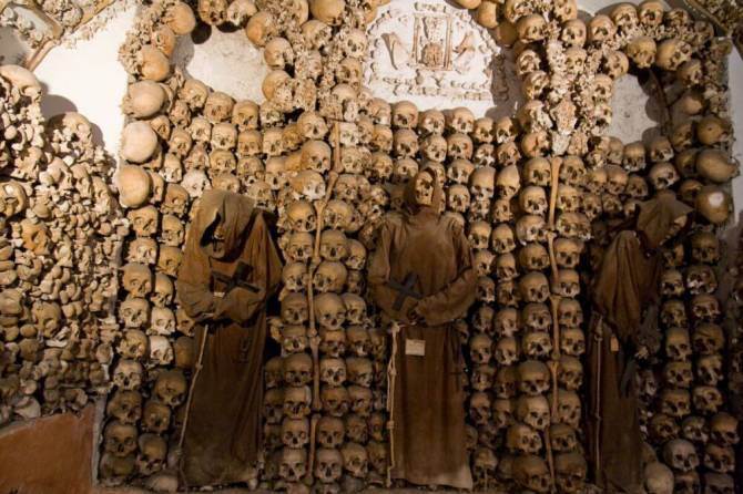 Часовня костей, Португалия